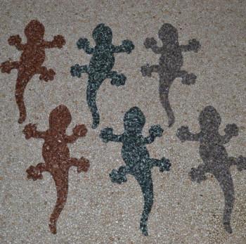 Gecko aus Marmorkiesel Naturgrau 40 cm lang (Kopf links)