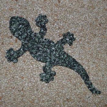Gecko aus Marmorkiesel Grün 40 cm lang (Kopf rechts)